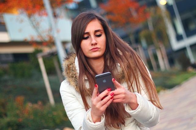 smartphone-569076_640