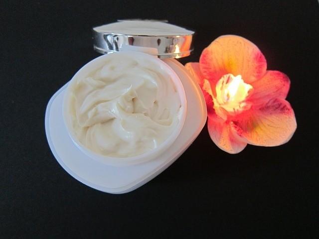 skin-care-1050979_640